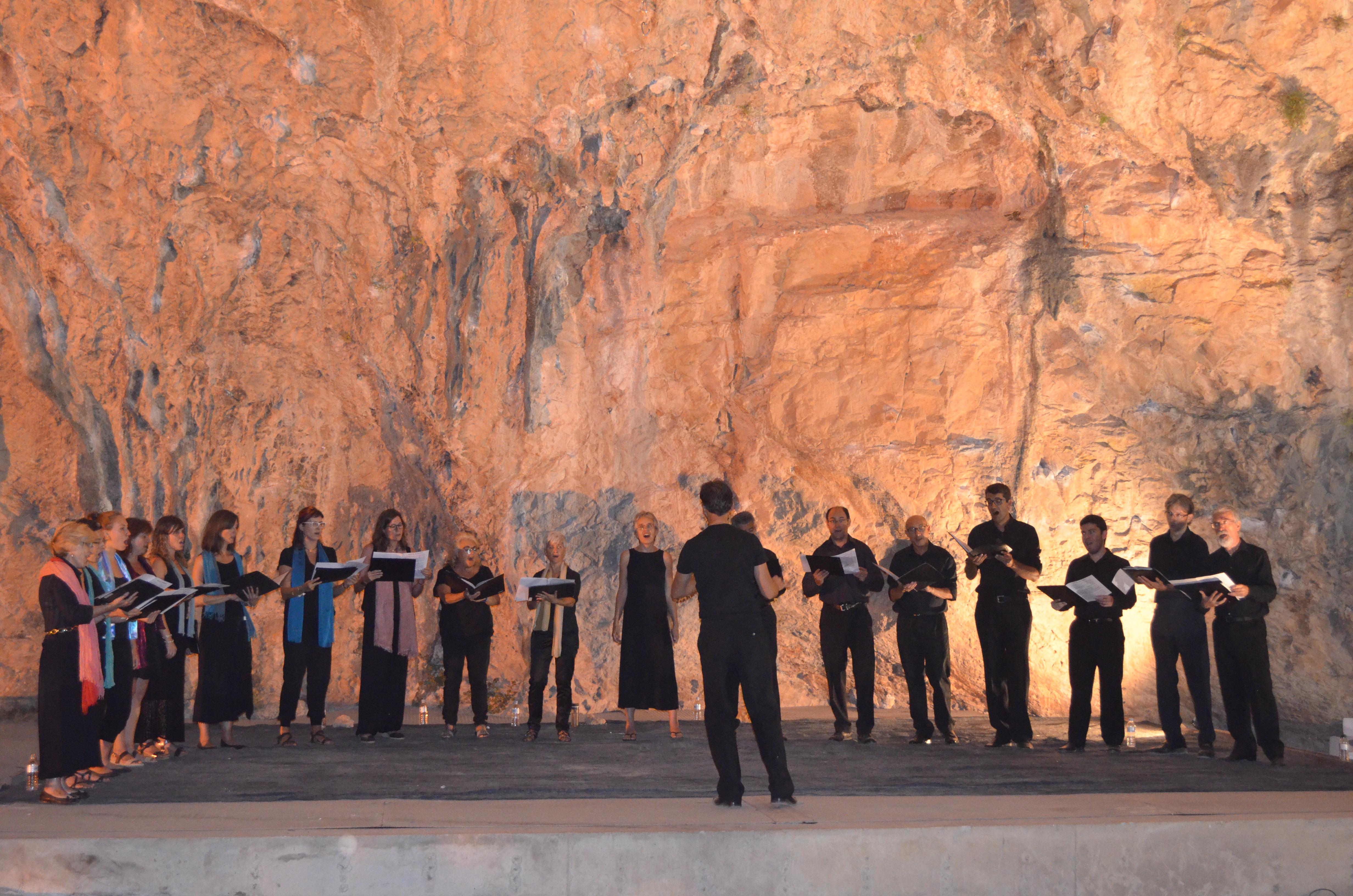 Coral Shalom a la Cova Gran de Santa Linya
